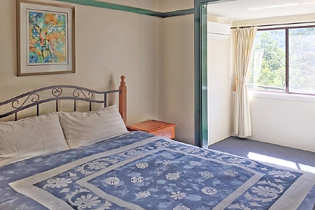 Bellbird Cottage features 3 bedrooms with mountain views.