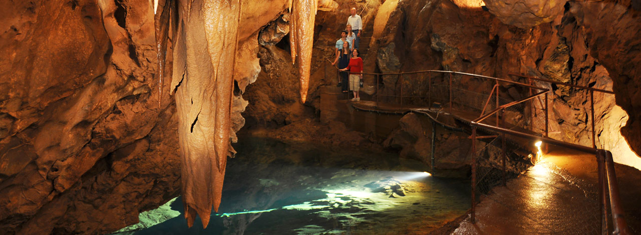Official site of the Jenolan Caves, Blue Mountains, NSW, Australia
